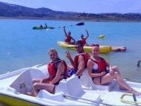 Hidropedal con kayak detras