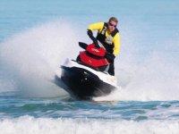 Acelerando en moto de agua monoplaza