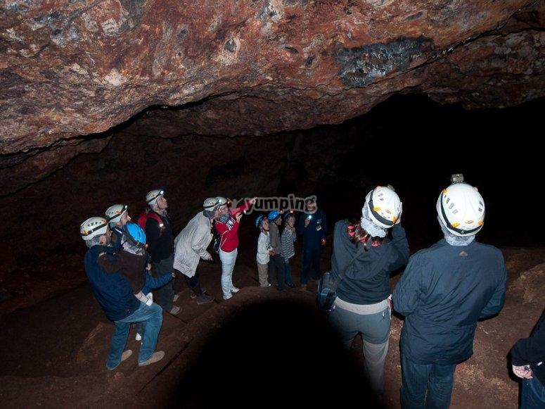 Group speleology in Ossa de Montiel