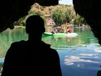 在鲁伊德拉尼诺斯(RuidereraNiños)的鲁伊德拉(Ruderada)泻湖中划皮艇