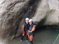 标志色格拉峡谷与朋友