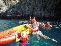 Banandose en el oceano desde el kayak