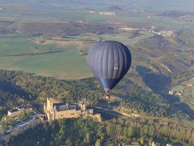 乘坐热气球穿越阿兰胡埃斯,含早餐 1 小时成人