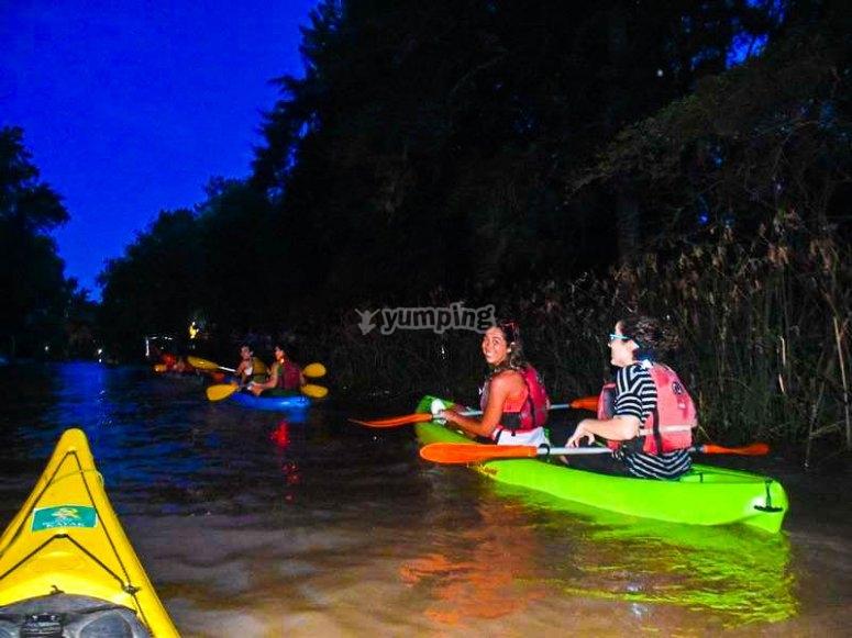 夜间皮划艇之旅