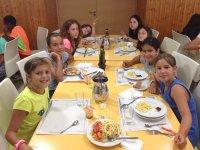 Alumnos en el comedor de Cazorla