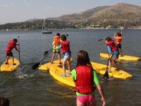 Los mas peques haciendo paddle surf