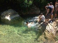 Nadando en las aguas del rio