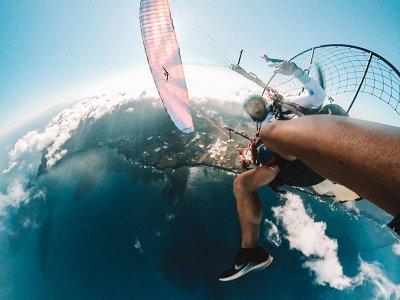 Velez滑翔伞飞行驾驶和特技表演