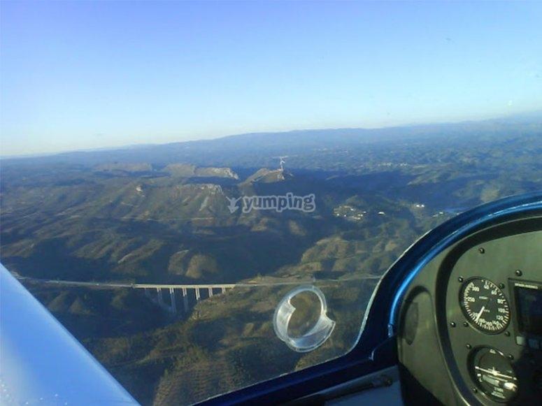 上空飞行飞机在埃斯特雷马杜拉