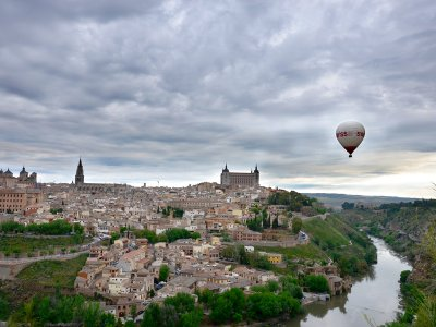 Balloon flight with picnic and photos by Toledo children