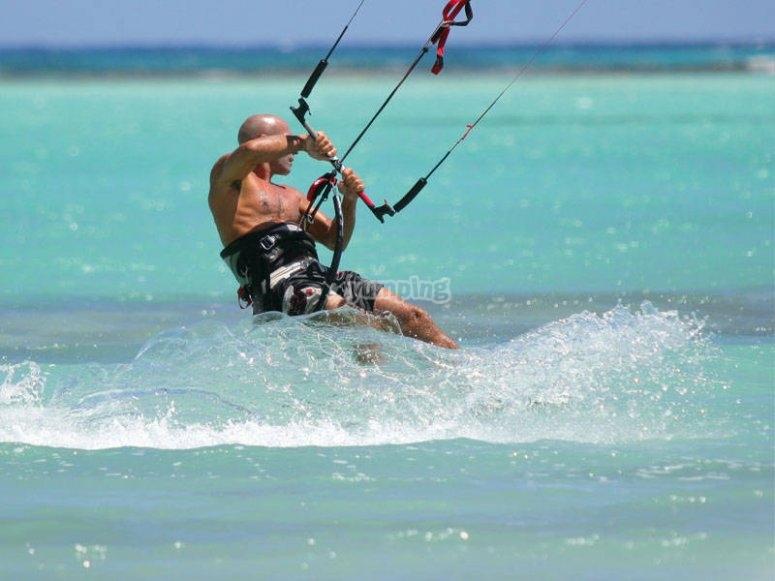Bautismo de kitesurf en Fuerteventura