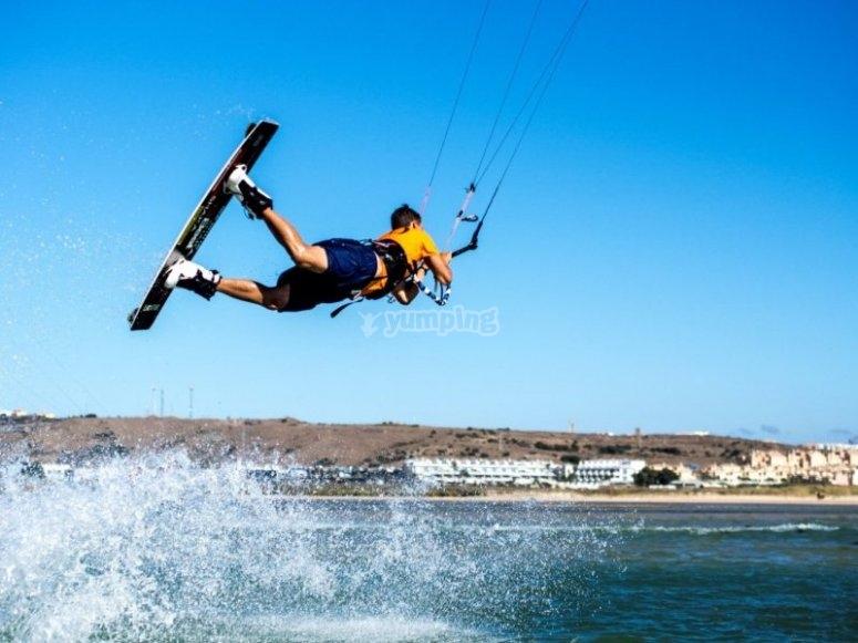 Kitesurf en la playa canaria