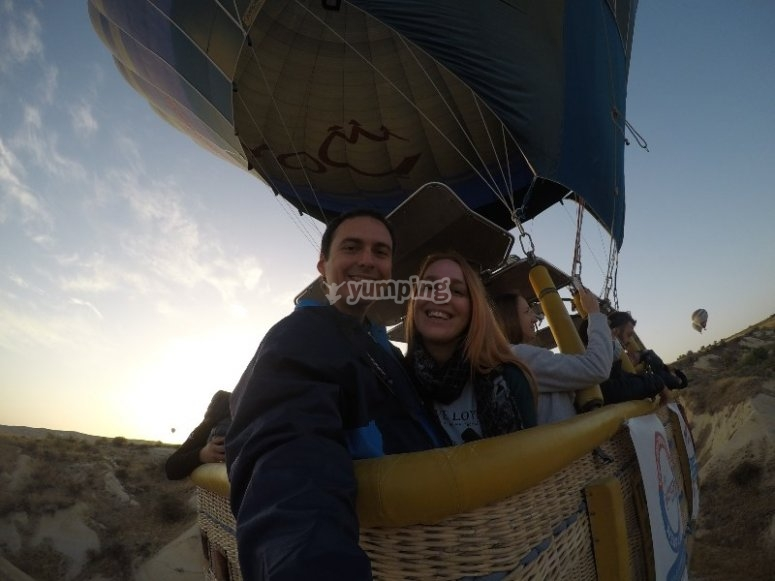 Couple from the balloon basket