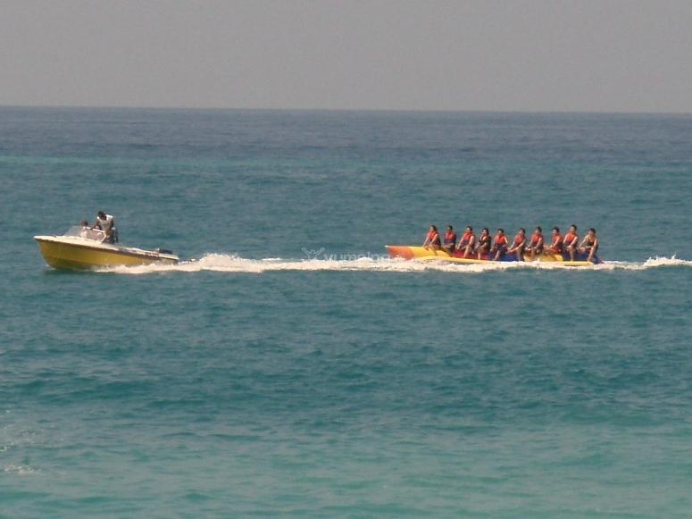 Sesión de banana boat con amigos