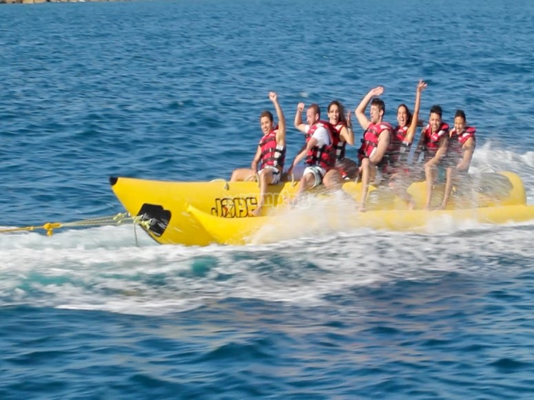 Subject to the banana boat during the route