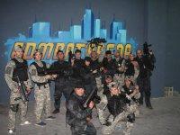 Grupo con las armas a punto