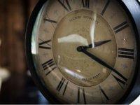 Reloj con numeros romanos