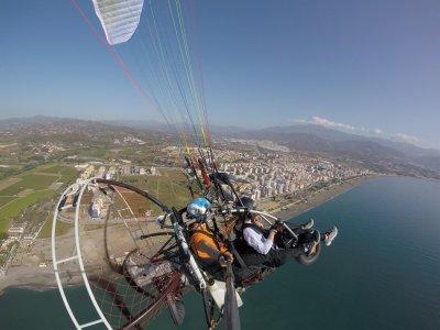 动力伞飞行团体和视频韦拉兹-马拉加