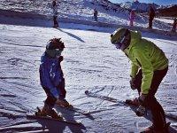 Aprendiendo a esquiar con monitor