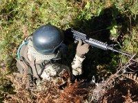 推进气枪气枪参与者顶部准备战略草丛