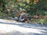 伪装的士兵气枪Tumbado为获得稳定