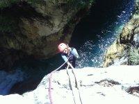 Practica descenso de barrancos en Granada