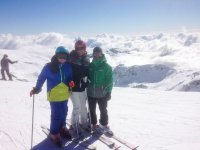 Esquiadores en las pistas de Sierra Nevada