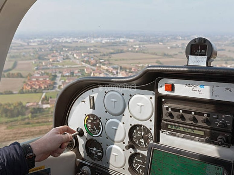 Try a flight in a plane as a copilot in Asturias