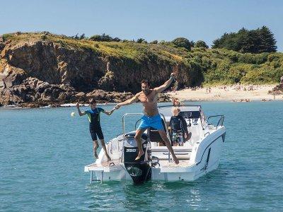 Alquiler de barco por Dénia con patrón 8 horas