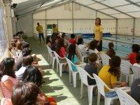 Piscina cubierta CE Canyelles, preparados los escolares para la inmersion