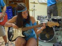 Tocando la guitarra en Camp Rock