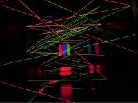 Tunel de hilos fluorescentes
