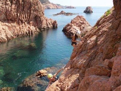 Cala deMolí通过Ferrata浮潜和午餐