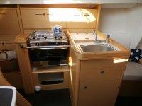 Fregadero y cocina del barco