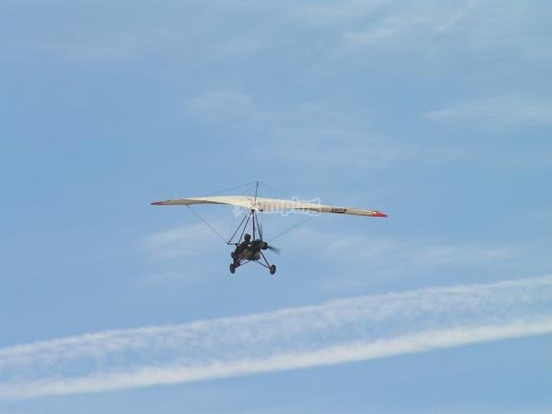 Durante el vuelo con el ala delta motorizado
