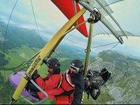 Volando en ala delta con motor