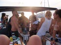 un dia entre amigos en el mar