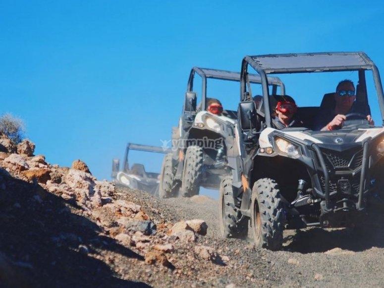 穿过兰萨罗特北部的越野车游览