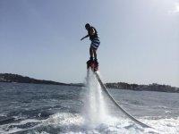 Testare il flyboard nella palude
