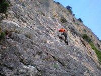 Buscando apoyo en la escalada
