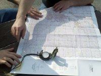 利用地图和指南针标识