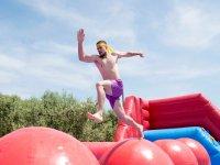 Saltare palle giganti a Salou