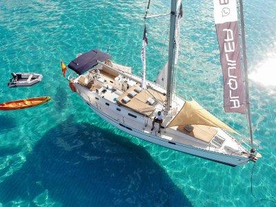 Alquilar velero a Isla Tabarca y pernocta 1 noche