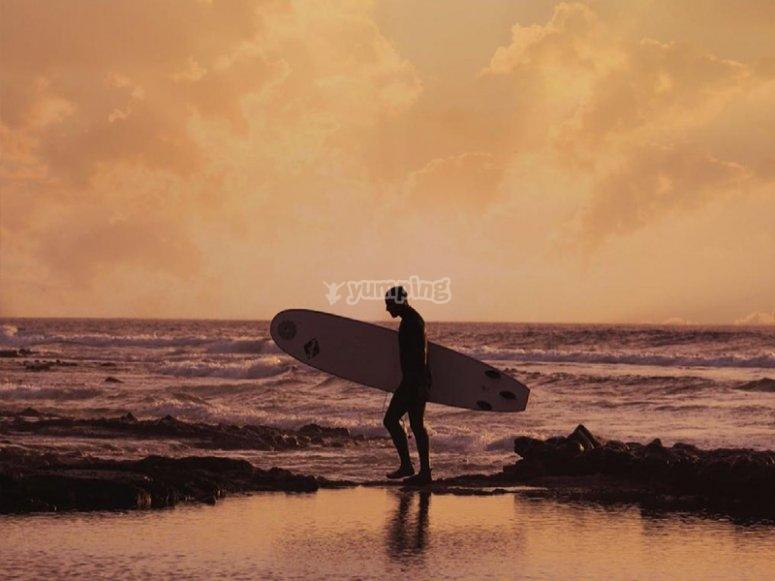 Listos para una clase de surf por la playa de las Américas