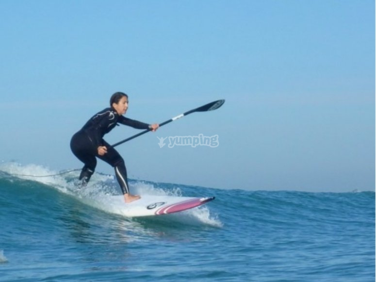 Practica de paddle surf en la playa de Castellón