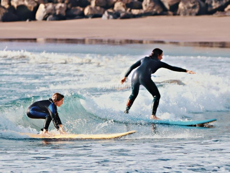 Bono de clases de surf para todos los niveles
