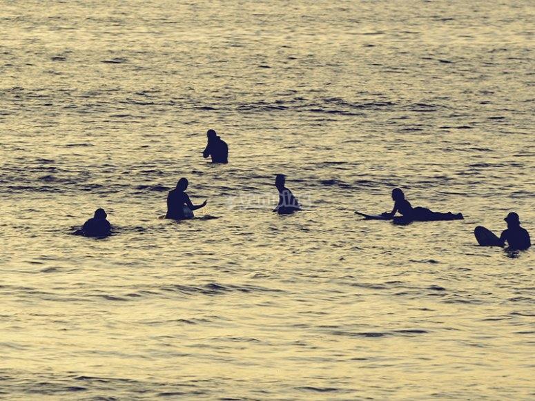 Clases de surf avanzadas por la playa de las Américas