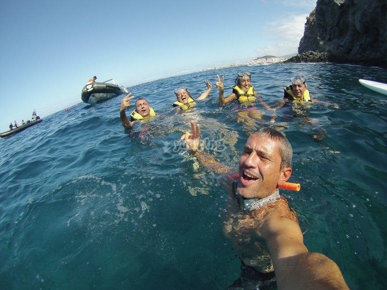 Buceando por cuevas marinas de Los Cristianos