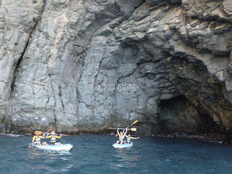 Ruta de kayak por cuevas marinas de Los Cristianos