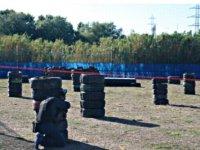 Campo exterior con obstáculos